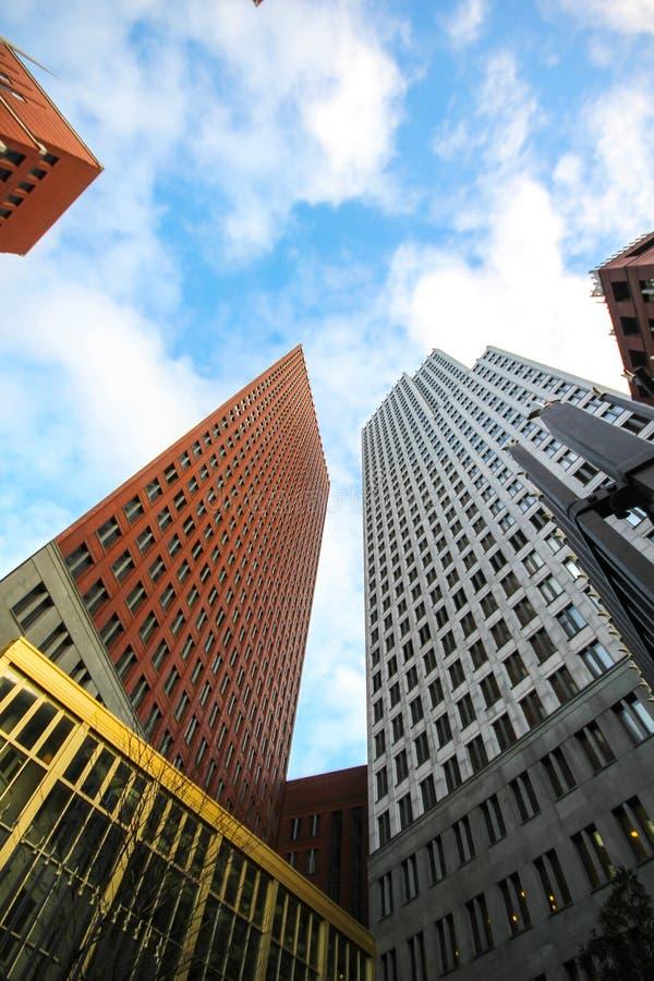 Hauts bâtiments de gratte-ciel de la Haye image libre de droits