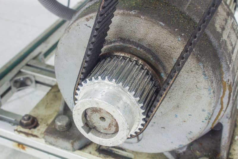 Hauts courroies de couple et aluminium de poulie pour le moteur industriel photos libres de droits