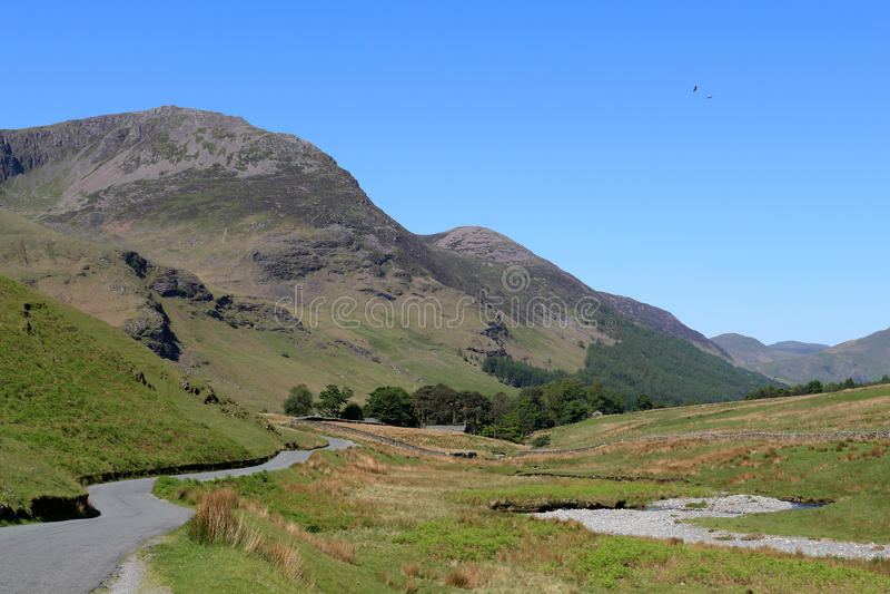 Hauts montant et Gatesgarthdale Beck Cumbria l'angleterre photos stock