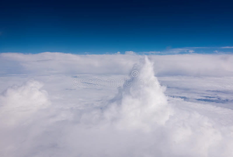 Download Hauts nuages aériens photo stock. Image du above, forme - 77152834