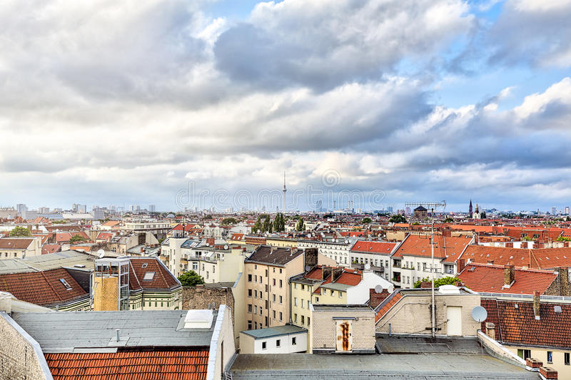 Hav av berlin hus med cloudscape royaltyfria bilder
