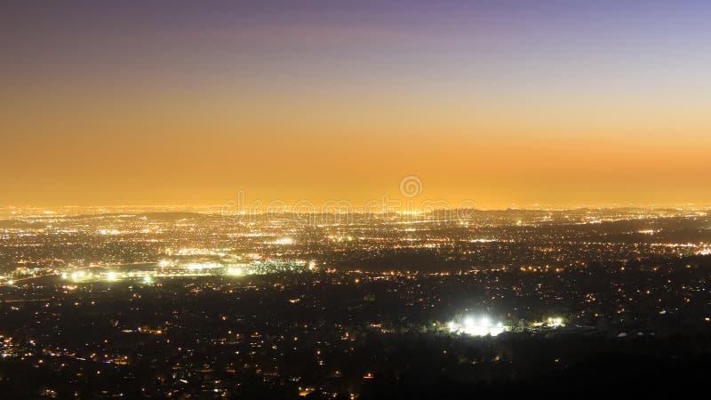Hav av lampor: Pasadena på solnedgången arkivfoton