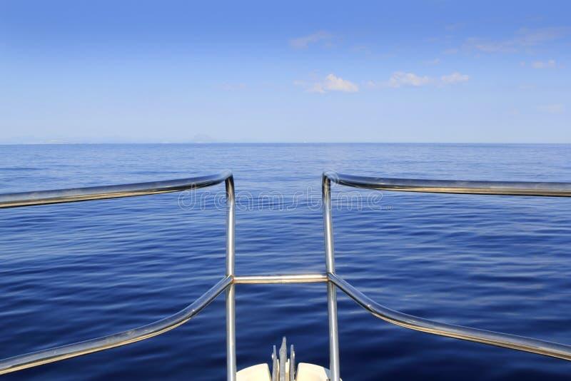 hav för hav för blå fartygbow lugnat kryssa omkring perfekt royaltyfria bilder