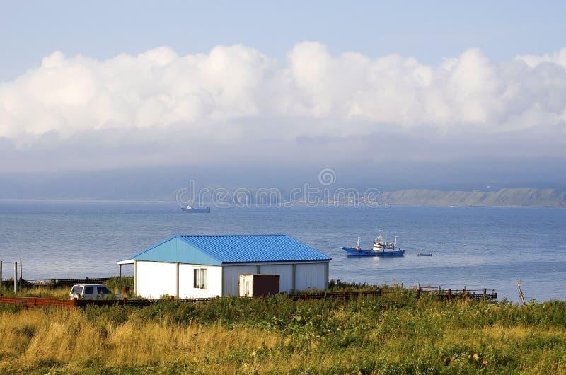 hav för kustökunashir royaltyfri bild