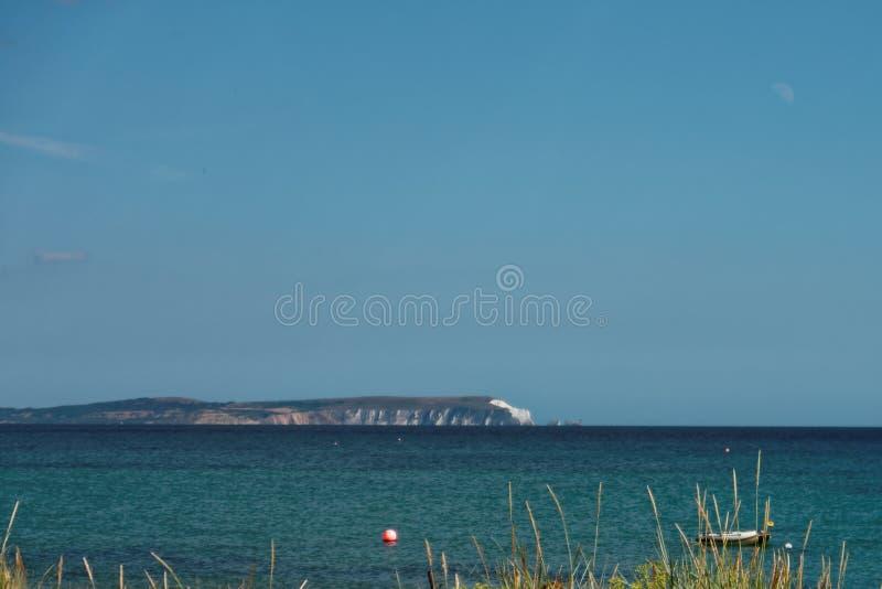 Hav med ön av wighten arkivfoto