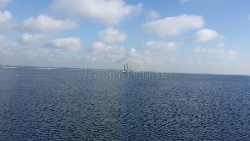 Hav med segelbåten royaltyfria foton