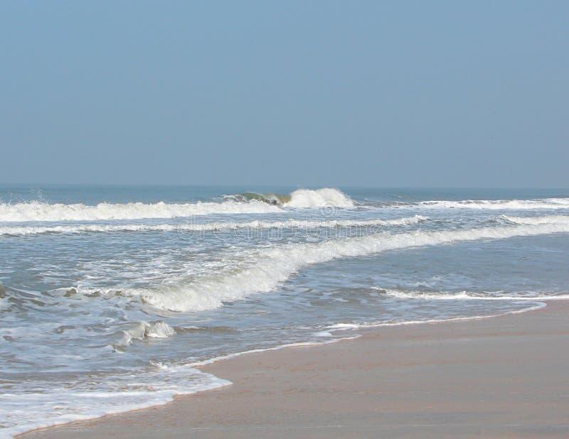 Hav med Serene Beach - den Payyambalam stranden, Kannur, Kerala, Indien royaltyfria bilder