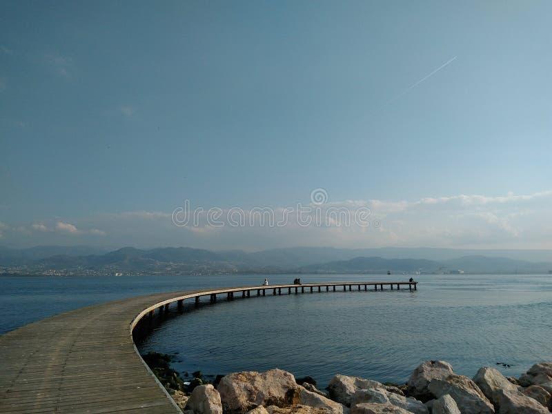 Hav och bro royaltyfri foto