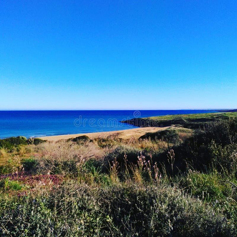 Hav och himmel av en vinterdag i Sicilien royaltyfri fotografi