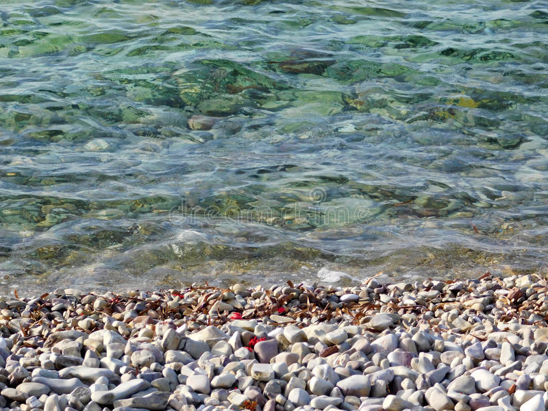 Hav och kiselstenar arkivbild