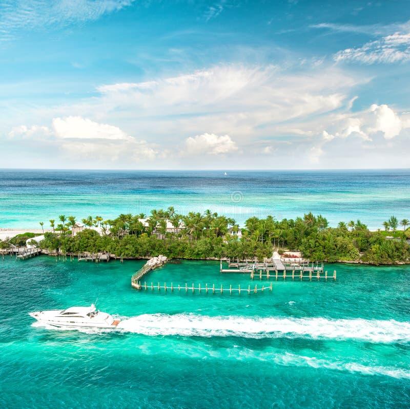Hav och Sky Karibiskt hav för härligt landskap bah royaltyfri bild