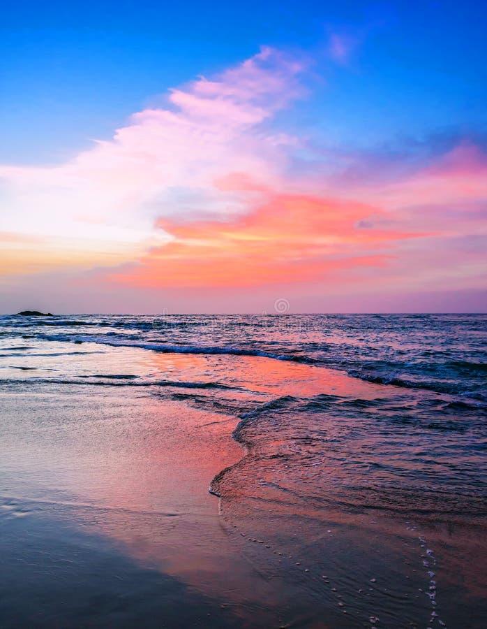 Hav på härlig solnedgång arkivfoto