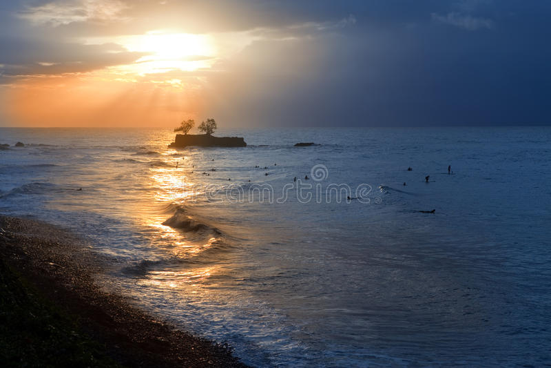 Hav på solnedgången. Polynesia. Tahiti. arkivfoton