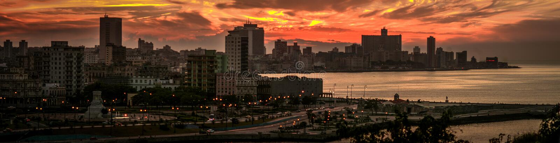 Havana Bay-Umgebungen, gesehen im Sonnenuntergang stockfotos