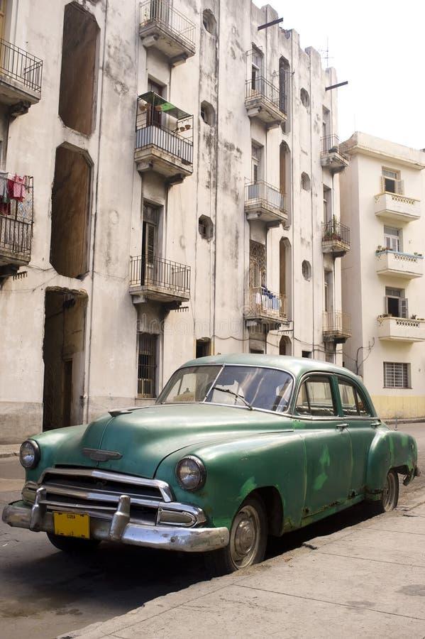 Havana - carro verde fotos de stock royalty free