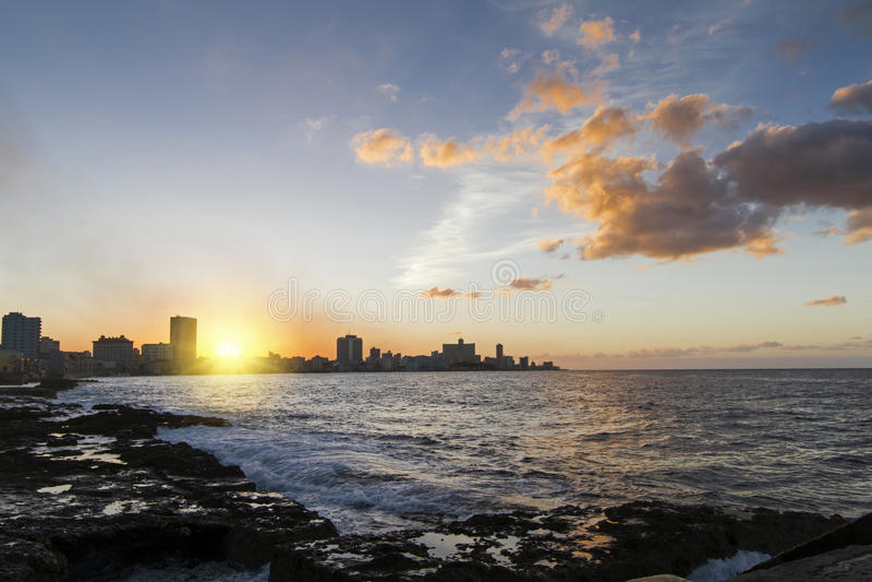 Havana Centro (Kuba) på solnedgången royaltyfri bild
