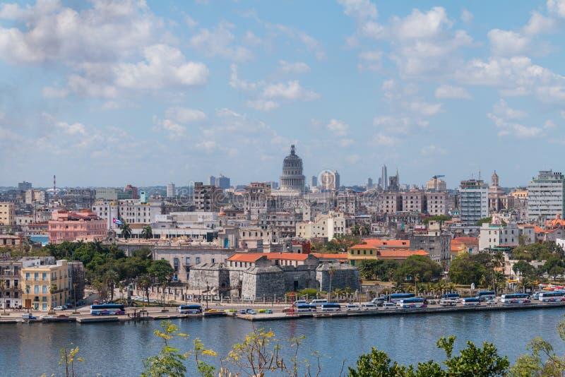 Havana Cityscape adquirida un día nublado fotos de archivo