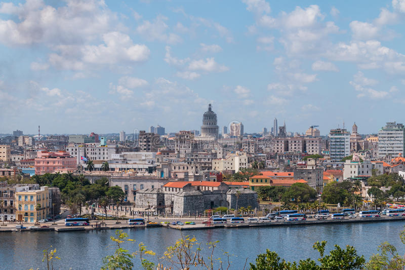 Havana Cityscape op een bewolkte dag wordt genomen die stock foto's