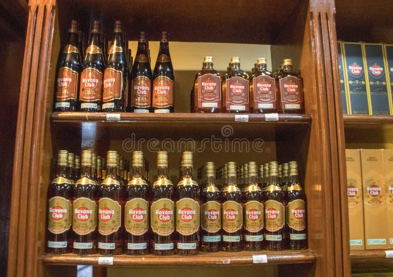 Havana Club Rum in Kuba stockfotos