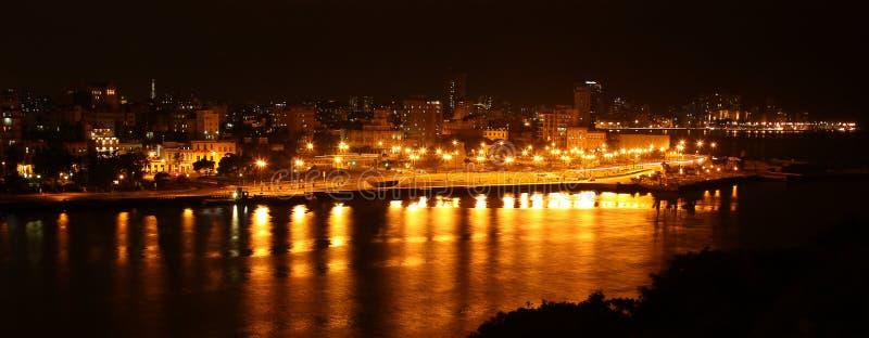 Havana, Cuba, bij nacht royalty-vrije stock afbeeldingen