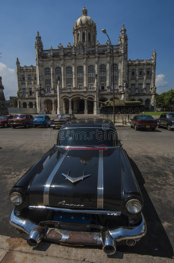 HAVANA/CUBA 4 de julho de 2006 - carros americanos velhos nas ruas de fotos de stock