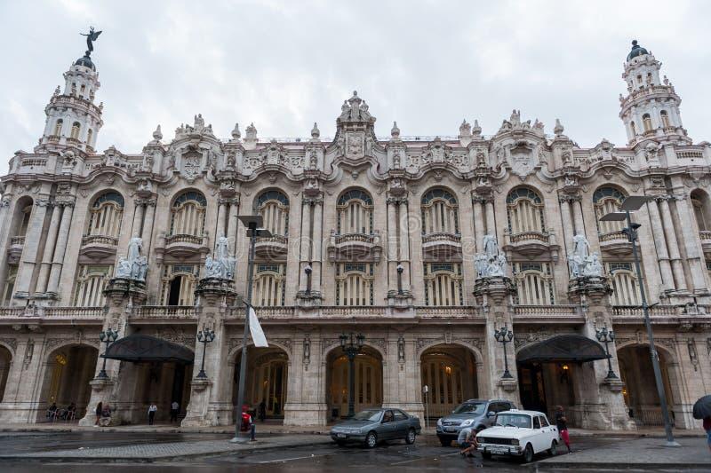 HAVANA, CUBA - 21 DE OUTUBRO DE 2017: Construção em Havana Downtown, perto do Central Park Grande teatro de Havana cuba imagem de stock