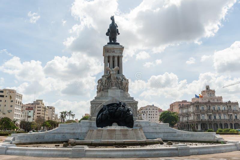 HAVANA, CUBA - 23 DE OUTUBRO DE 2017: O parque de Havana Parque de los Martires Mártir é o nome de um parque em Santa Clara, Cuba foto de stock royalty free