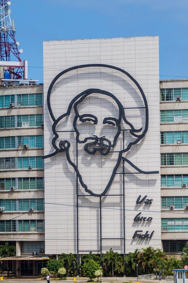 HAVANA, CUBA - 21 FEBRUARI, 2016: Portret van Camilo Cienfuegos op het Ministerie van Informatica en Mededelingen over Plein DE stock afbeeldingen