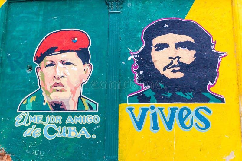 HAVANA, CUBA - 23 FEBRUARI, 2016: Propaganda het schilderen op een muur in Havana Het schildert Hugo Chavez en Che Guavara af en  royalty-vrije stock foto's
