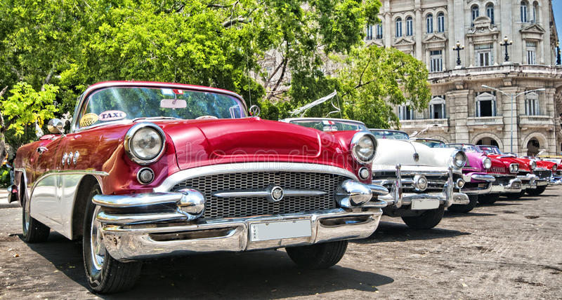 HAVANA, CUBA - JUNE 27, 2016. Vintage classic American cars, com royalty free stock photos