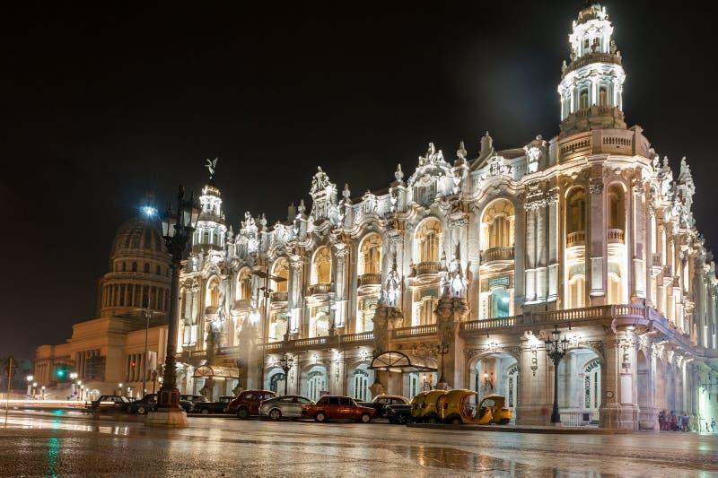 HAVANA, CUBA - OKTOBER 24, 2017: Groot Theater van Havana in Cuba Capitool op Achtergrond Laat - nachtfoto royalty-vrije stock afbeelding