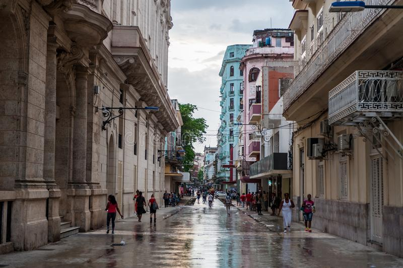 HAVANA, CUBA - OKTOBER 21, 2017: Oude Stad in Havana, Cuba Plaatselijke bevolking en Architectuur royalty-vrije stock fotografie
