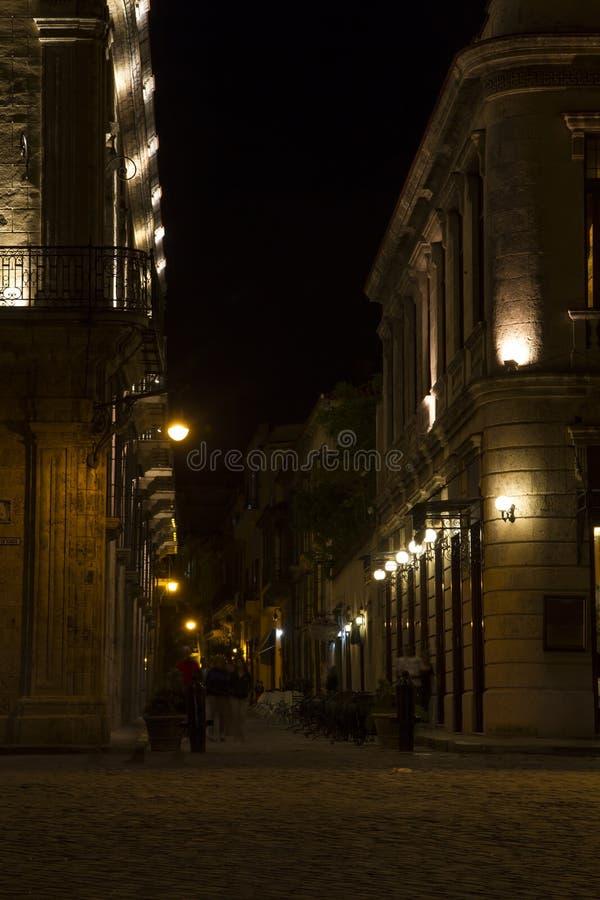 Havana, Cuba, straat bij nacht stock afbeelding