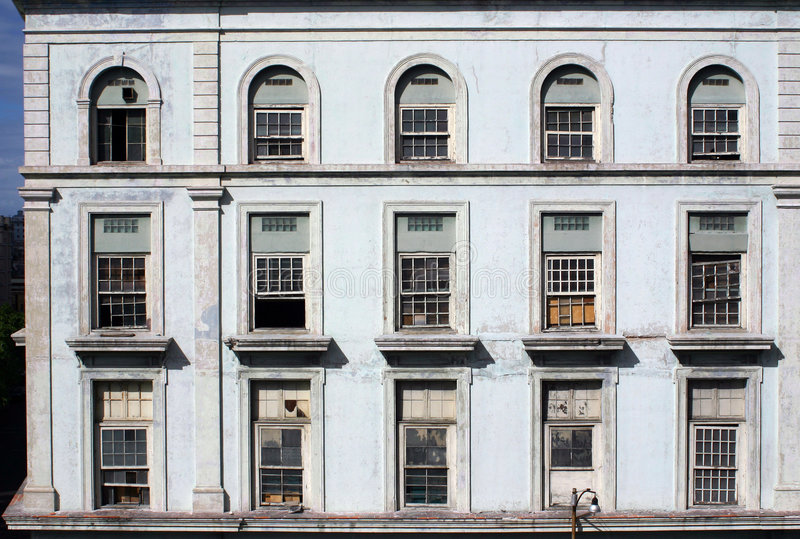 Havana-Fabrik Windows lizenzfreie stockfotos