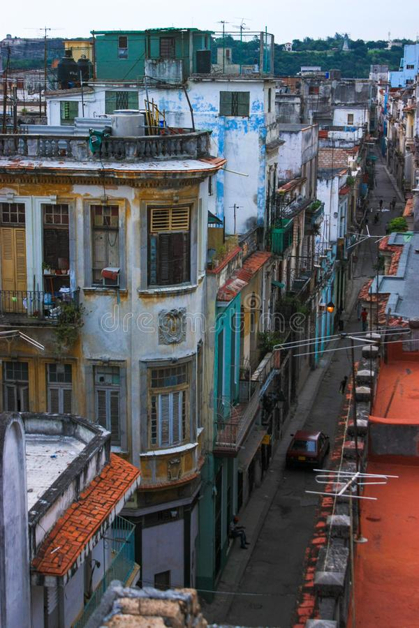 11/04/2015, Havana, Kuba: Äußere Stadtröcke stehen noch Zeugnis für Cubas-Kolonialvergangenheit, aber Baumaterial und Geld ist lizenzfreie stockbilder