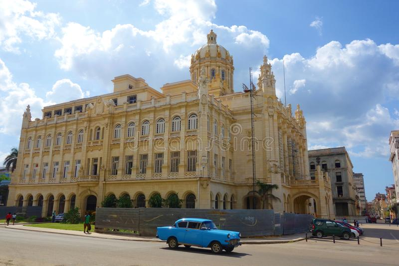 Havana, Kuba - das großartige Theater von Havana wird auf Paseo Del Prado in Havana aufgestellt lizenzfreie stockbilder