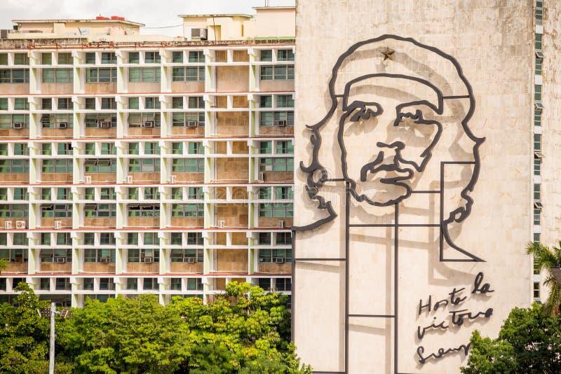 Havana, Kuba - 30. November 2017: Revolutionsquadrat Che Guevara-Porträt lizenzfreies stockbild