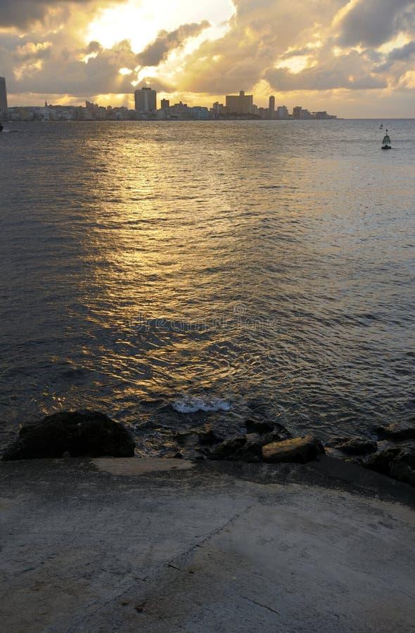Havana-Skyline bei Sonnenuntergang stockbilder