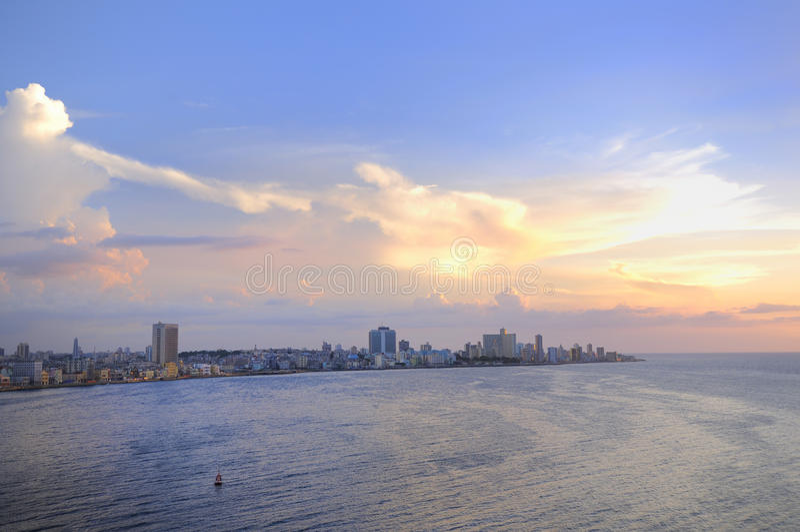 Havana-Stadtbild am Sonnenuntergang lizenzfreies stockfoto