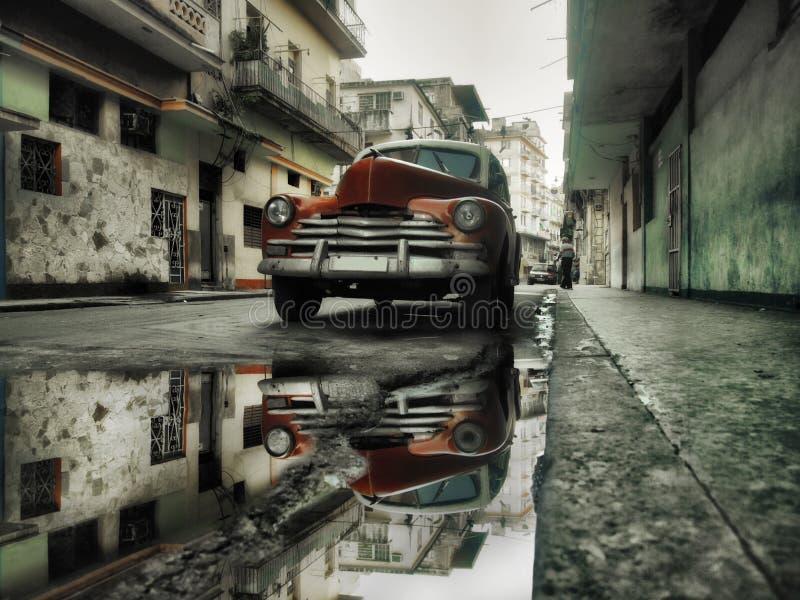 Havana-Straßenrotauto lizenzfreies stockbild