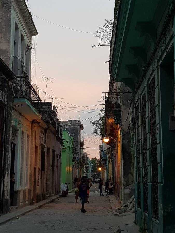 Havana Street-het leven tegen avond stock afbeelding
