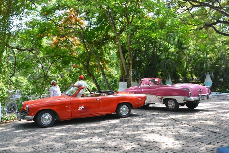 Havana Suburb Taxis royaltyfri bild