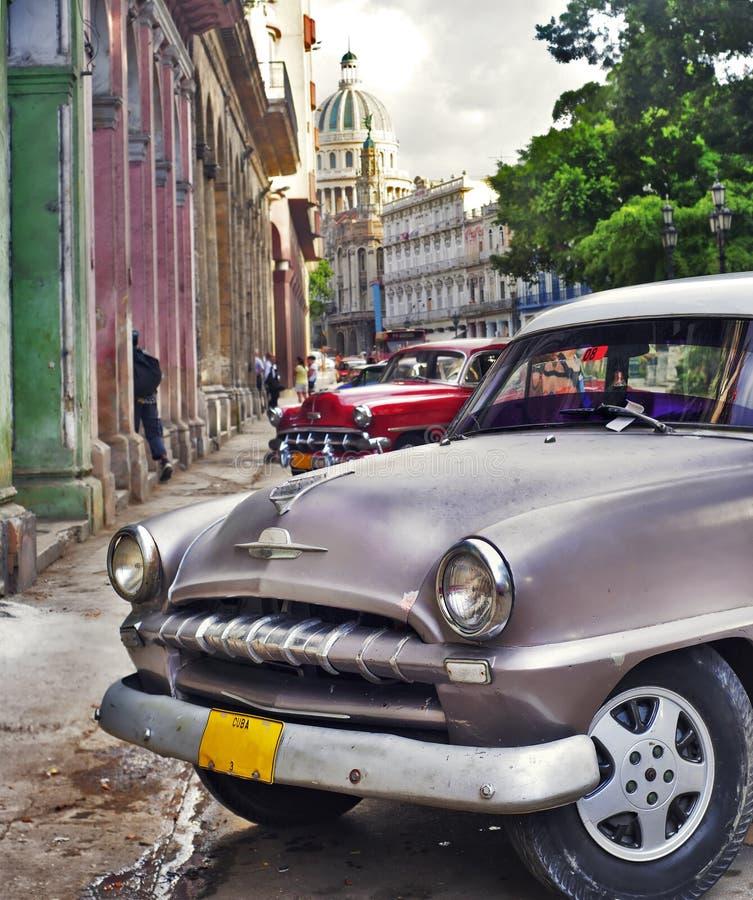 Havana-Szene mit altem Auto lizenzfreie stockfotografie