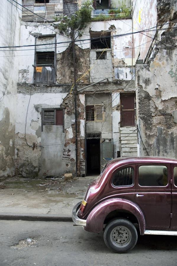 Havanafassade und Oldtimer lizenzfreie stockbilder