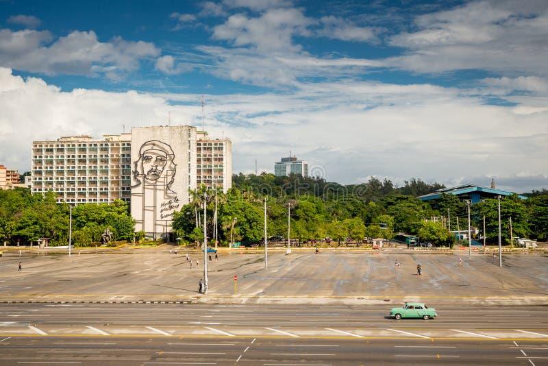 Havannacigarr Kuba - November 30, 2017: Revolutionfyrkant arkivfoto