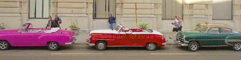 Havannacigarr och bilar, Kuba royaltyfri foto