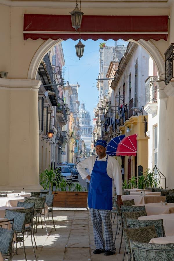 Havannacigarr, sikt från Café till den lilla gatan och Capitolio i havannacigarren, Kuba arkivbilder