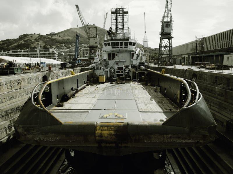 Havbogserbåt på den torra skeppsdockan royaltyfria foton