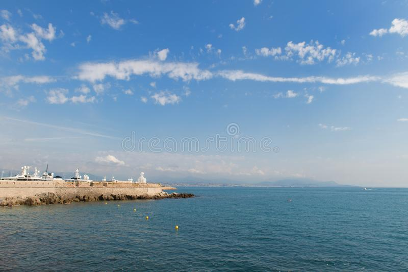 Haven Antibes met boten stock foto