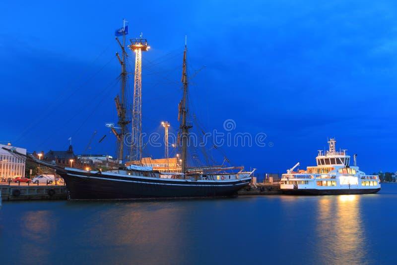 Haven in Helsinki bij nacht royalty-vrije stock foto's